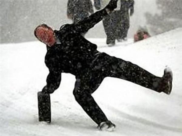 man_file_1056542_slipping-on-ice-6